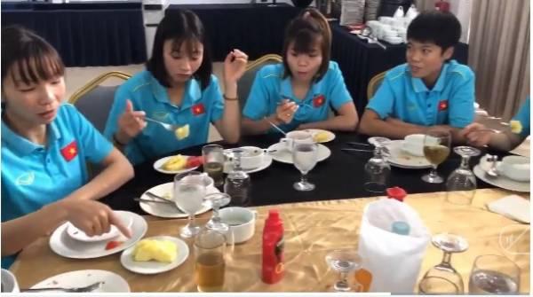 Chủ nhà Philippines bỏ đói tuyển nữ Việt Nam tại khách sạn. Bản quyền: Nguyễn Tú/Next Sports.